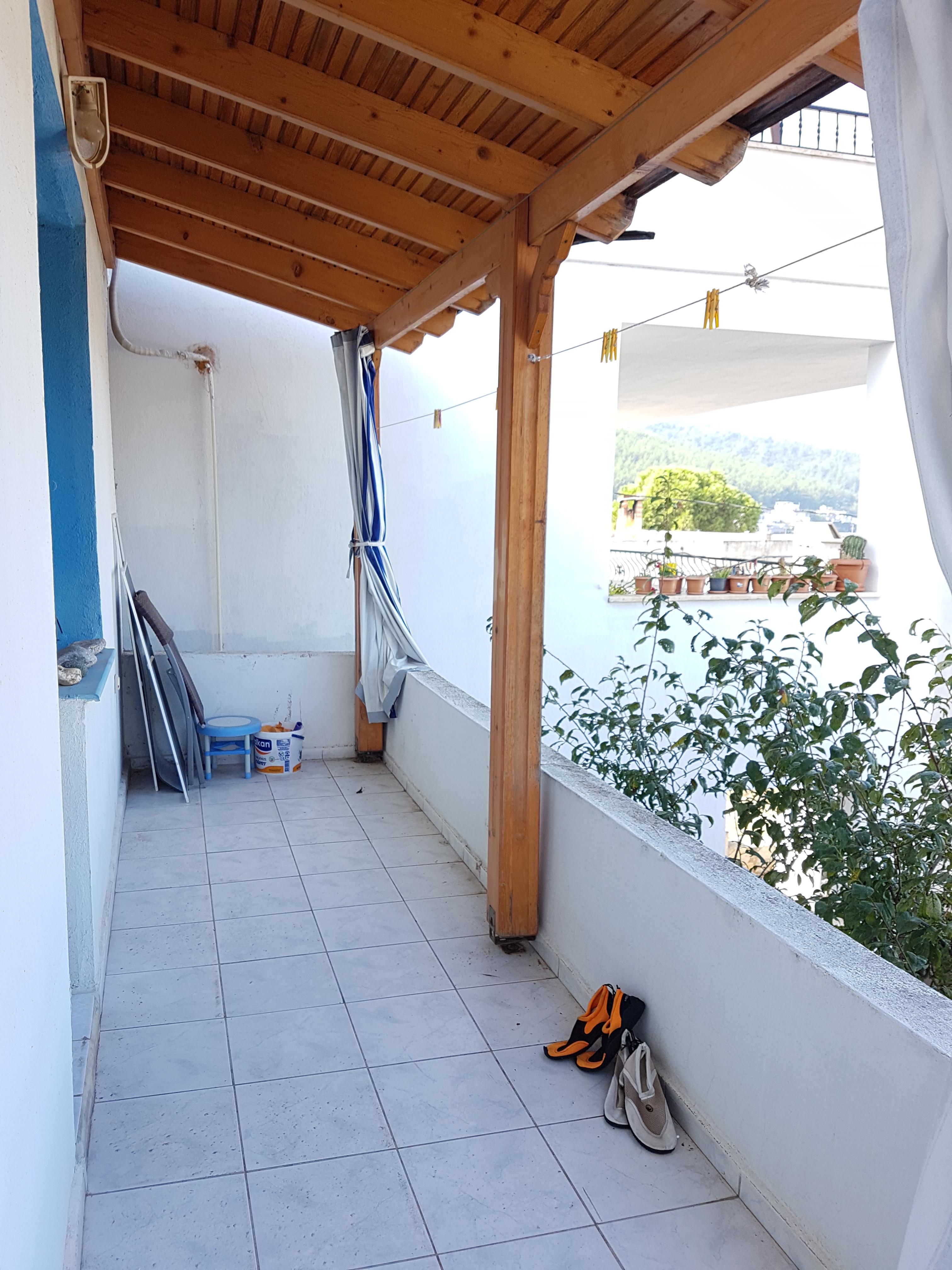 Ansicht 2 des Balkons des großen Schlafzimmers der Ferienwohnung in Bodrum Güvercinlik
