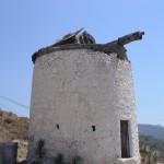 Alte Windmühle bei der Fahrt nach Yalikavak.